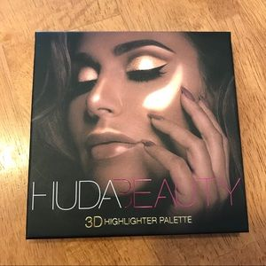 Huda 2D Highlighter Palette in Gold Sands